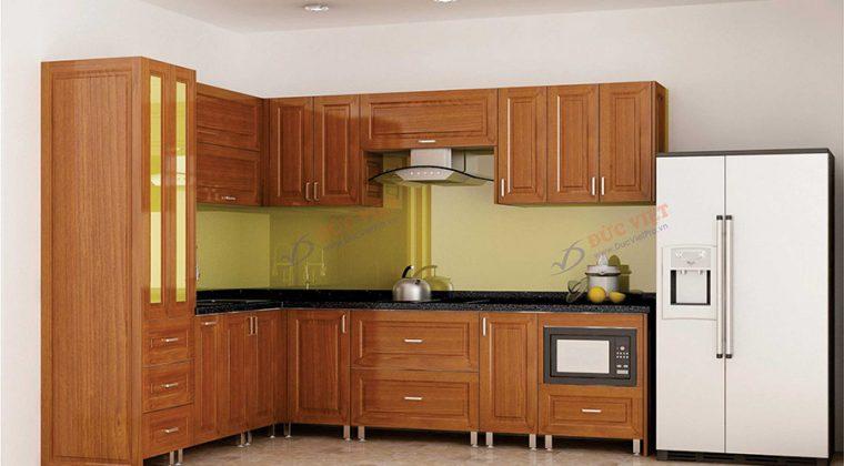 Mẫu tủ bếp inox cánh gỗ xoan đào sang trọng, ấm cúng và tiện nghi