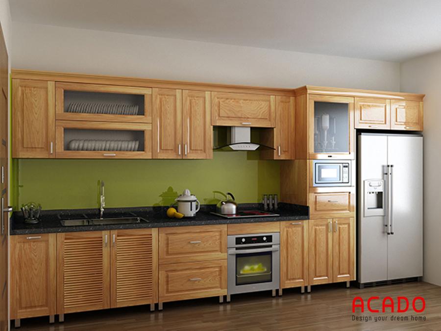 Thiết kế tủ bếp thùng inox, cánh gỗ tự nhiên kết hợp với tủ lạnh tạo ra bộ tủ bếp bền đẹp và tiện nghi