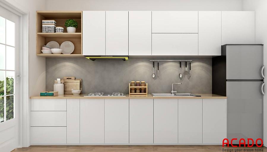 Mẫu tủ bếp Melamine màu trắng kết hợp với tủ lạnh đem lại không gian bếp hiện đại, tươi sáng