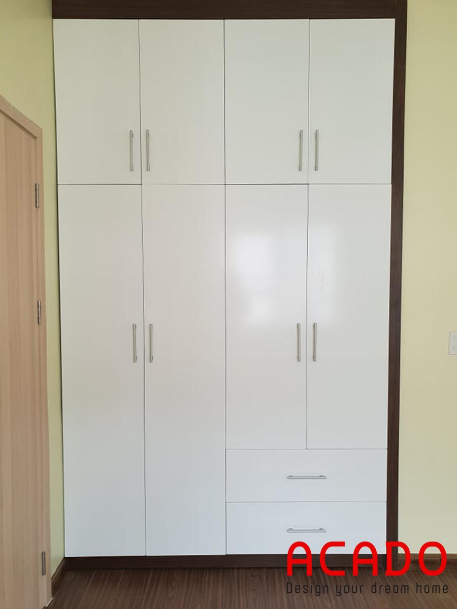 Tủ bếp âm tường vừa vặn, chất liệu melamine  chịu lực và nhiệt tốt, dễ dàng vệ sinh.