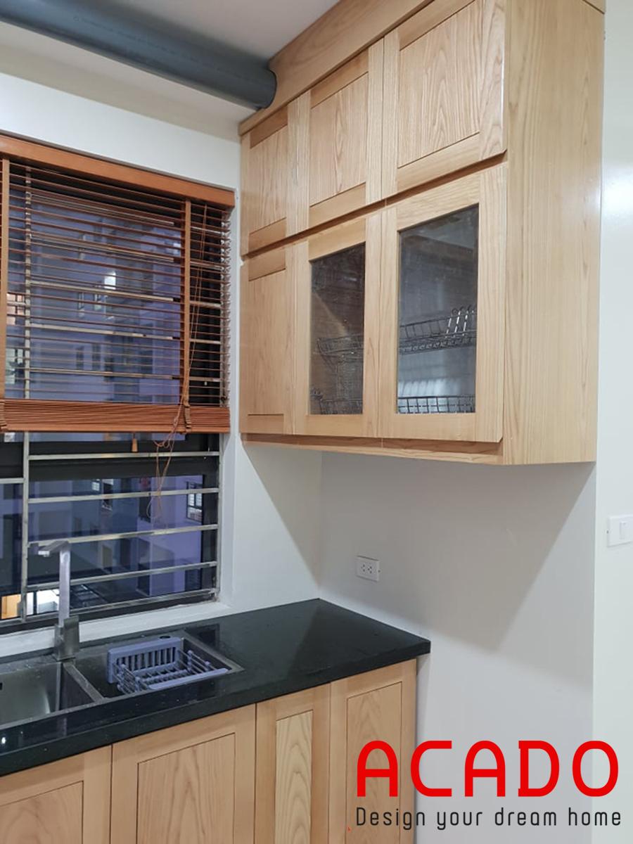 Tủ bếp tay móc âm dễ dàng đóng mở, hoàn thiện chính xác và đẹp mắt.