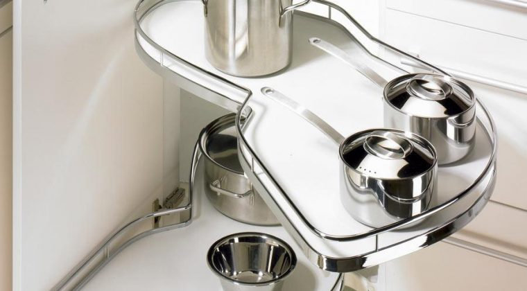 Sử dụng nước tẩy rửa chuyên dụng để giúp căn bếp luôn đẹp như mới