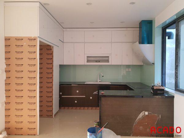 Tủ bếp Picomat cánh Acrylic chữ U cho không gian nhà bếp rộng