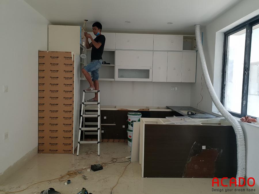 Những bước đầu của quá trình thì công đóng tủ bếp tại Lê Trọng Tấn trôi qua một cách suôn sẻ.
