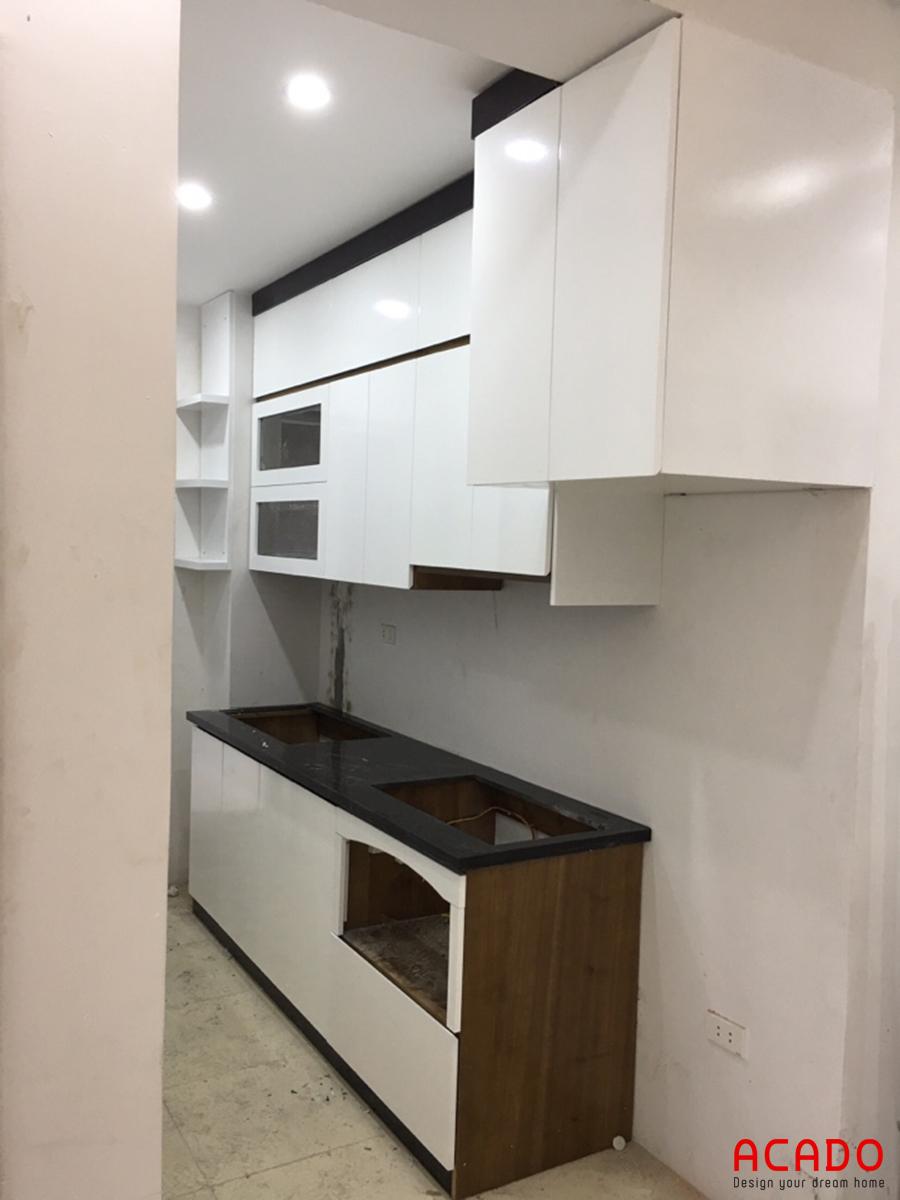 Tủ bếp được thiết kế theo dáng chữ I phù hợp với không gian diện tích nhỏ.