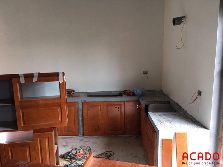 Tủ bếp gỗ sồi có kết cấu vững và độ bền cao.