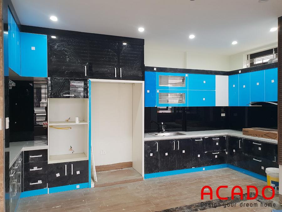 <i>Hình ảnh tủ bếp mới lắp đặt xong ,chưa bóc lớp nilon chống xước.</i>