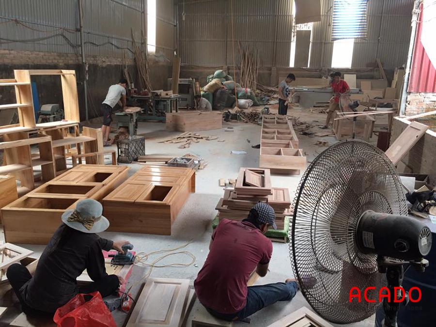 Xưởng thi công gỗ thịt tại làng nghề.