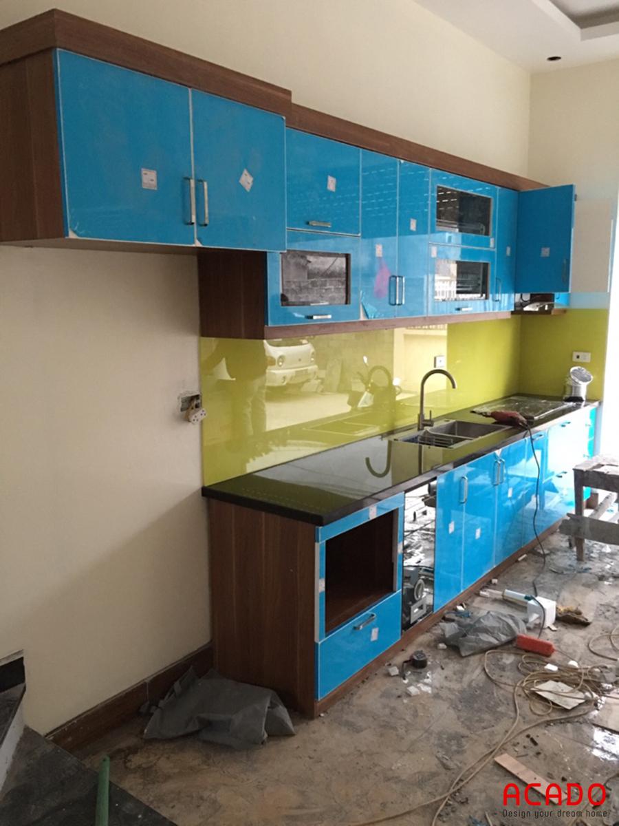 Tủ bếp thiết kế hình chữ I phù hợp với không gian bếp.