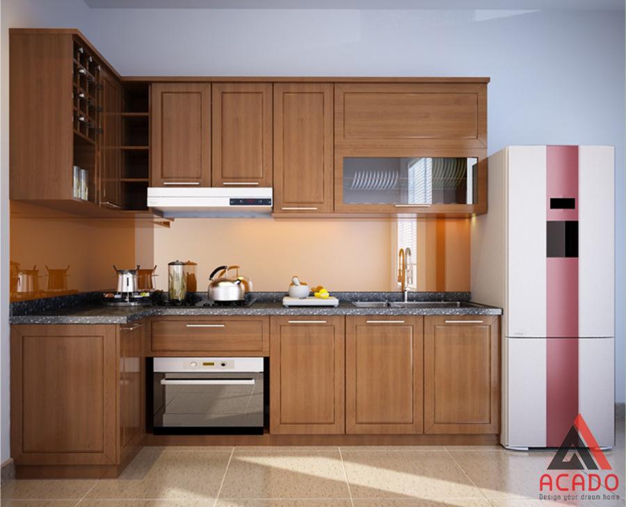 Tủ bếp gỗ sồi Mỹ hình chữ L tiết kiệm công năng một cách tối đa.