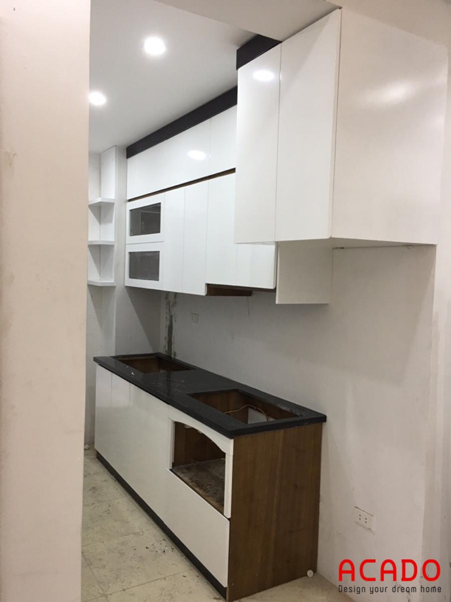Mẫu tủ bếp hiện đại cho nhà chung cư nhỏ.