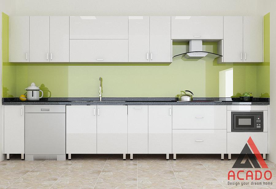 Tủ bếp khung inox, cánh acrylic bóng gương dễ dàng vệ sinh sau khi sử dụng.