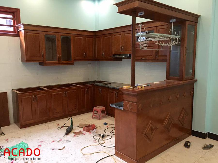 Tủ bếp gỗ xoan đào Acado vừa hoàn thành thi công.