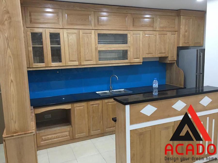 Quầy bar được thiết kế tiện dụng với tủ bếp.