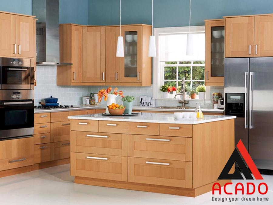 Tủ bếp gỗ sồi mỹ hình chữ U kết hợp bàn đảo hiện đại.