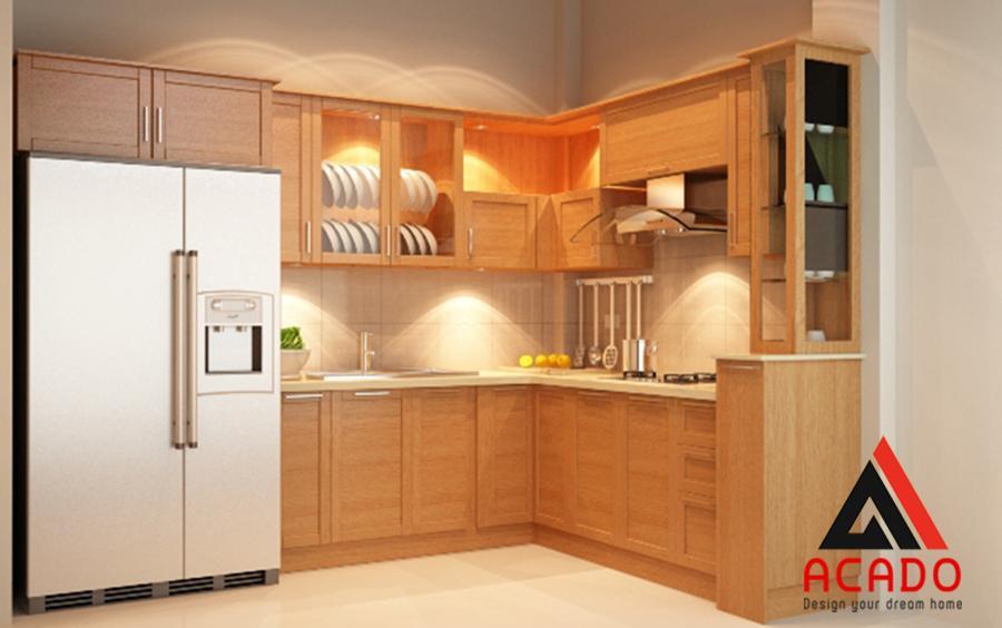 Mẫu tủ bếp gỗ sồi Mỹ tông màu sáng mang vẻ đẹp mộc mạc.