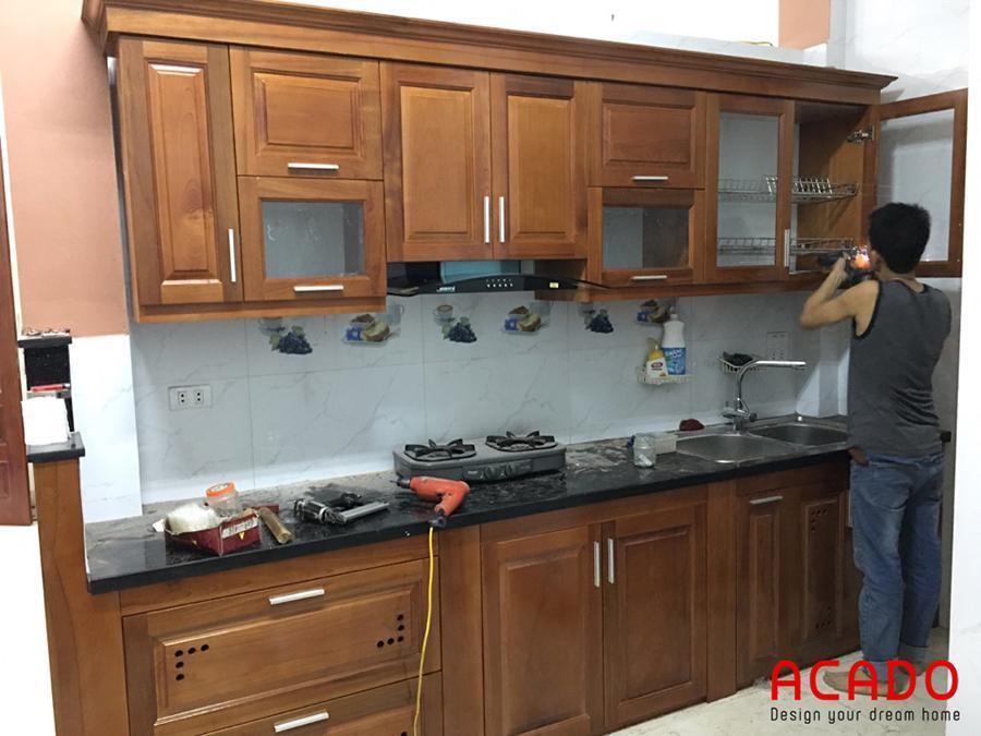 Hình ảnh thi công thực tế tủ bếp gỗ xoan đào.