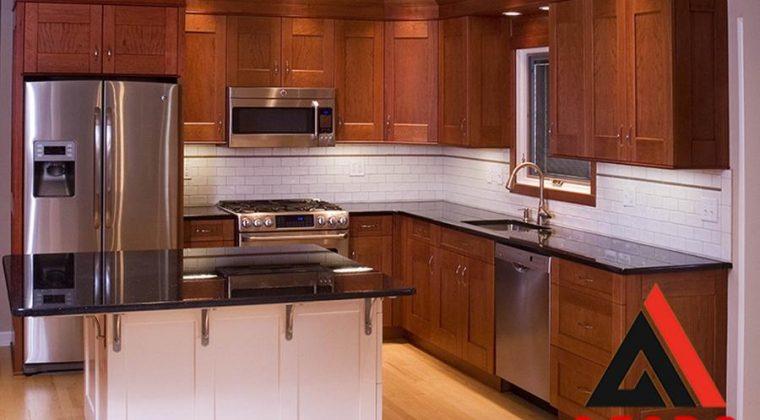Tủ bếp gỗ xoan đào tự nhiên thiết kế thêm máy rửa bát thông minh