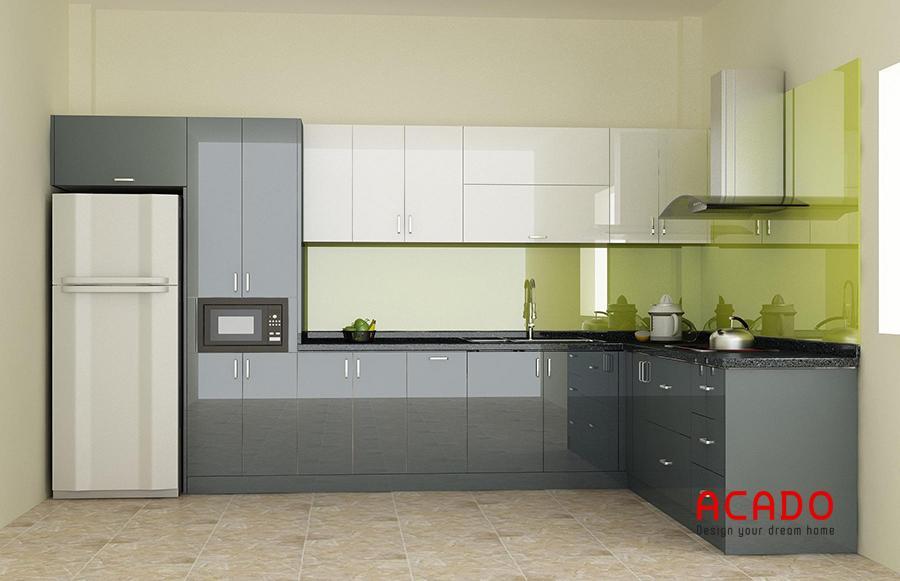 Mẫu tủ bếp inox, cánh gỗ công nghiệp chữ L tận dụng tối đa không gian góc.