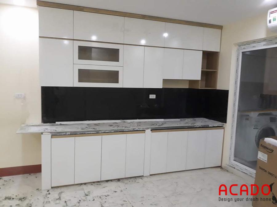 Mẫu tủ bếp Melamine với thiết kế kịch trần phù hợp với những căn hộ chung cư