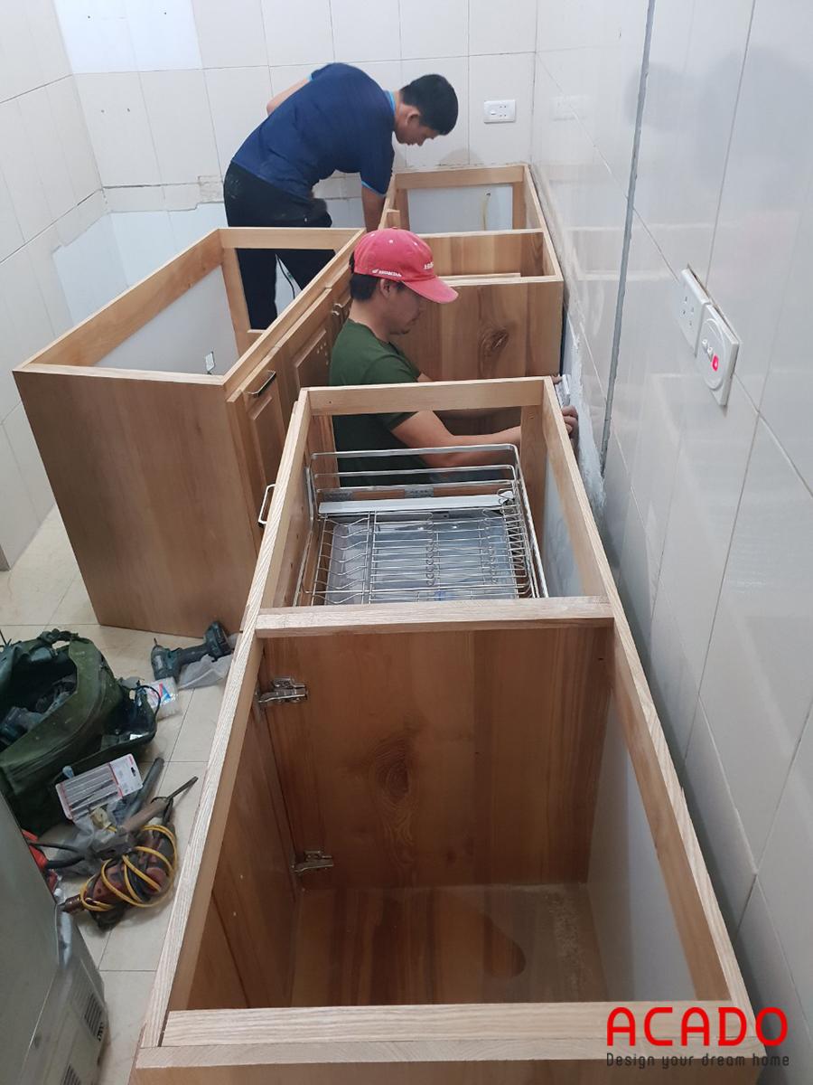 Thợ bắt tay vào làm việc sau khi vật liệu được vận chyển đến.