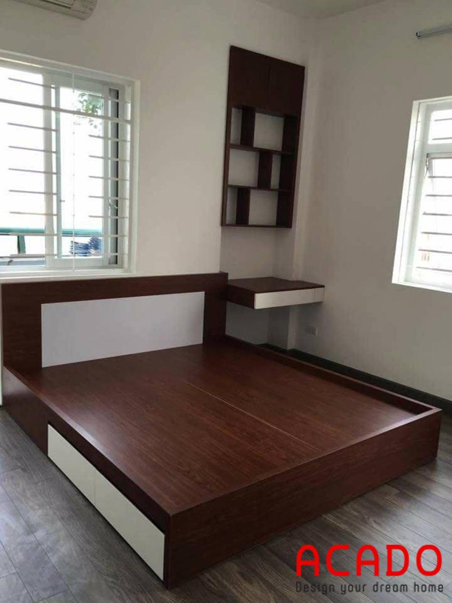 Giường ngủ gỗ công nghiệp màu vân gỗ tự nhiên điểm nhấn màu trắng đẹp mắt.
