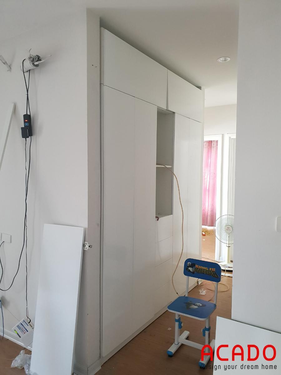 Tủ quần áo âm tường tiết kiệm tối ưu không gian.