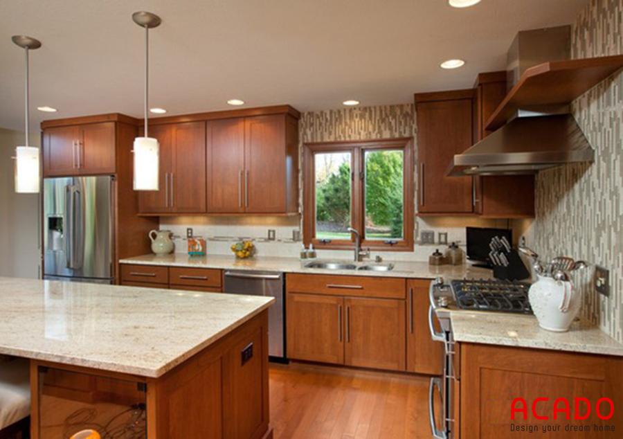 Mẫu tủ bếp kết hợp bàn đảo có thể tận dụng bàn đảo để làm bàn ăn.