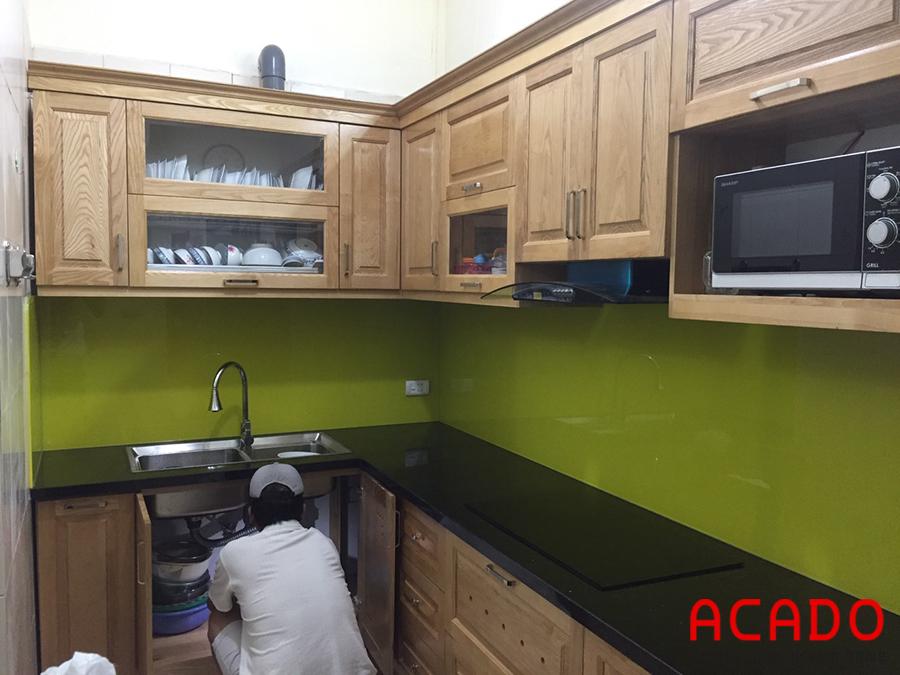 Tủ bếp gỗ sồi Nga tự nhiên nhà chị Thủy sau khi đã hoàn thiện - tủ bếp tại Phú La