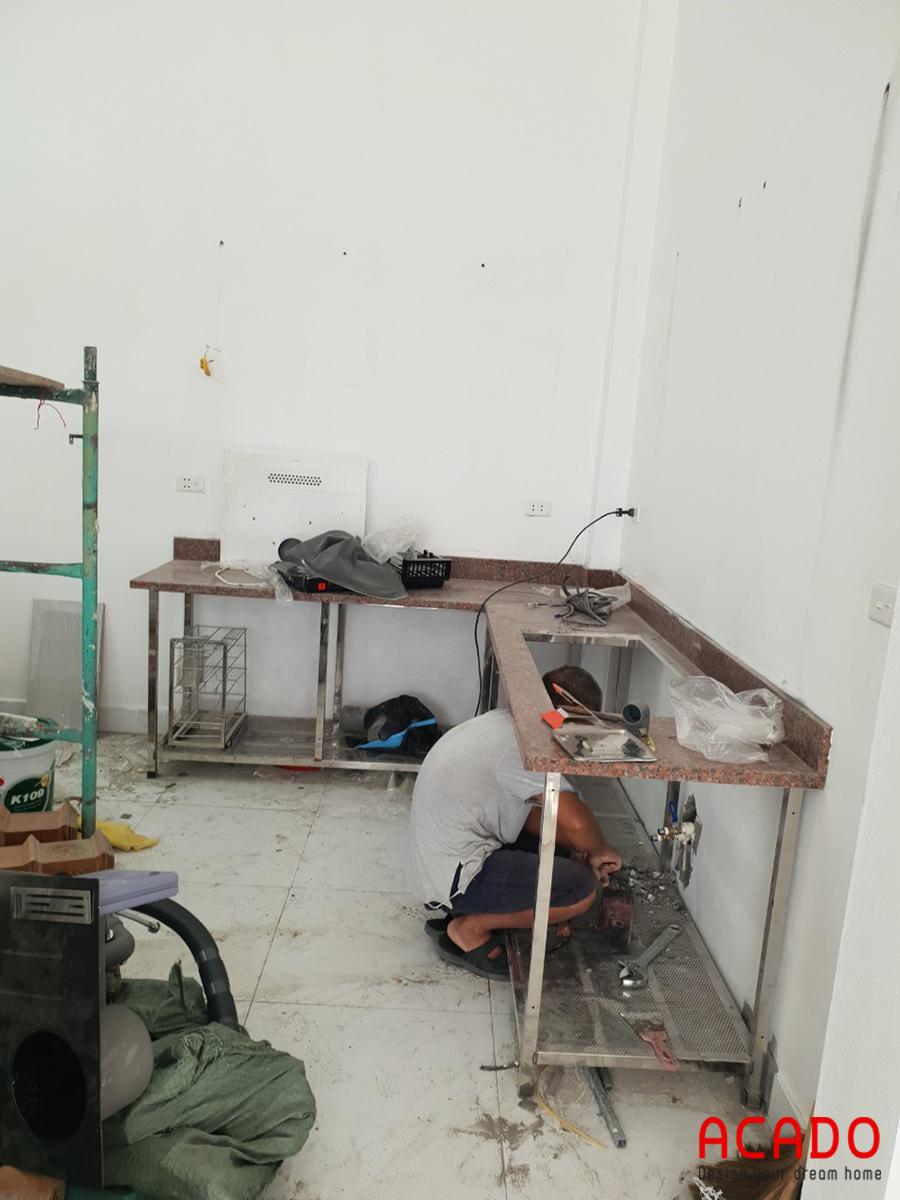 Những bước đầu của quá trình thi công tủ bếp tại Vạn Phúc.