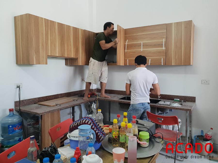 Tủ bếp được thiết kế dáng chữ L tiết kiệm tối ưu không gian.