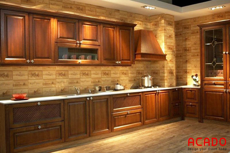 Mẫu tủ bếp gỗ gõ, sang trọng, đầy đủ tiện nghi.
