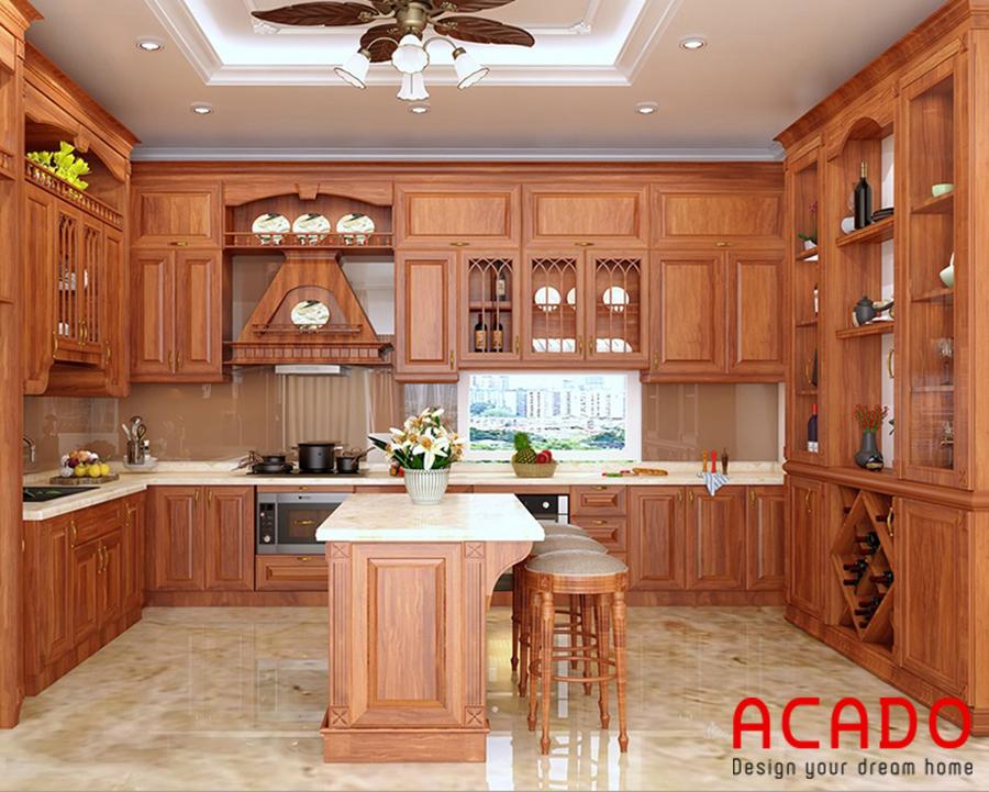 Tủ bếp chất liệu gỗ gõ mang vẻ đẹp cổ điển.