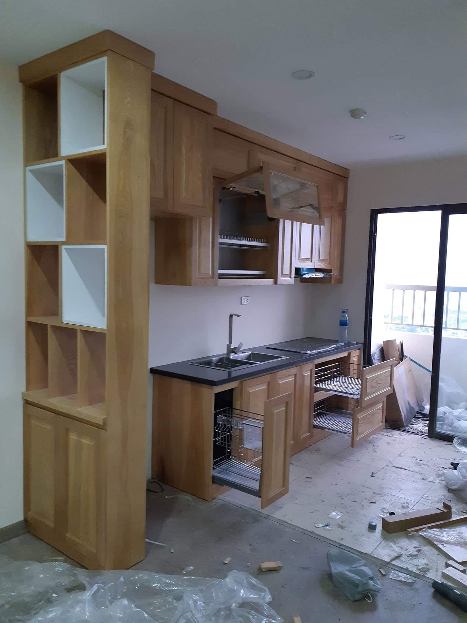 Tủ bếp gỗ sồi Mỹ chữ I đầy đủ tiện nghi.