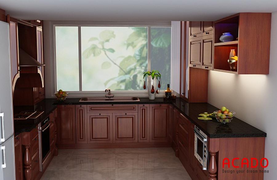 Mẫu tủ bếp gỗ tự nhiên đẹp với thiết kế dáng chữ U kết hợp tận dụng cửa sổ thoáng mát.