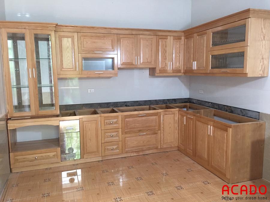 Tủ bếp chữ L tận dụng được tối đa không gian góc.