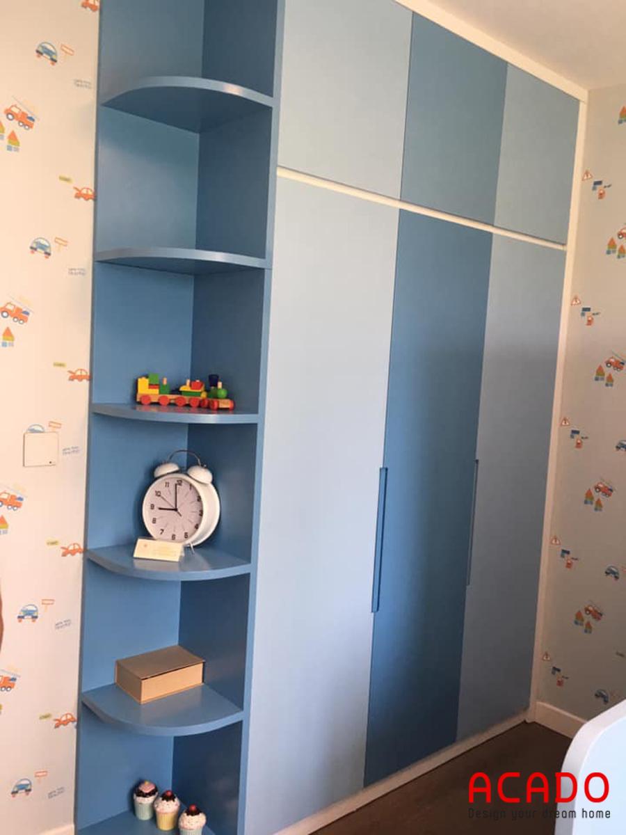 Tủ quần áo màu xanh cho bé.