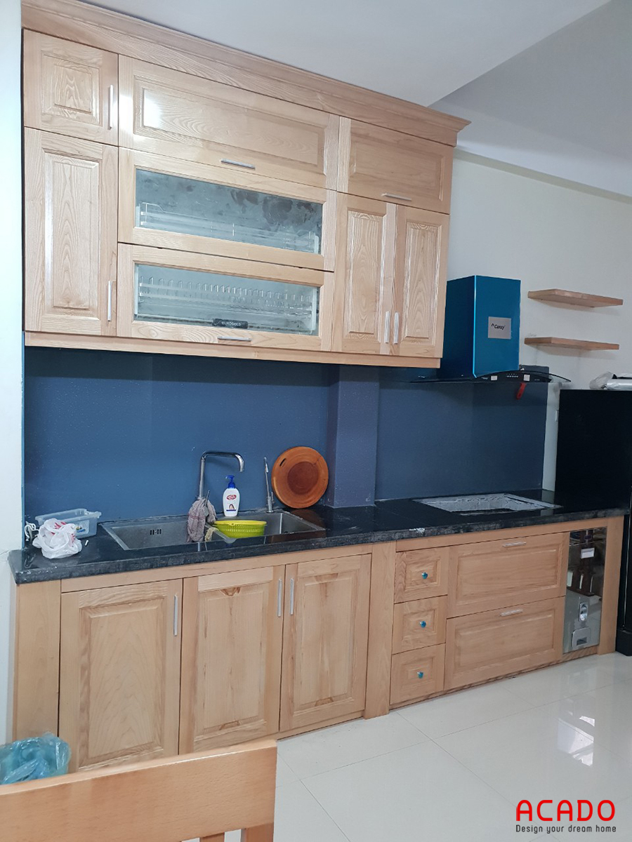 Tủ bếp chất liệu khung cánh gỗ Sồi Nga .