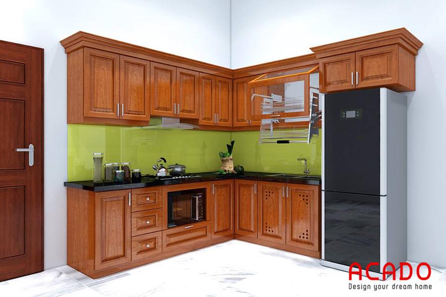 Tủ bếp gỗ Sồi Mỹ phun màu óc chó mang đến không gian nhà bếp cổ điển, ấm cúng.