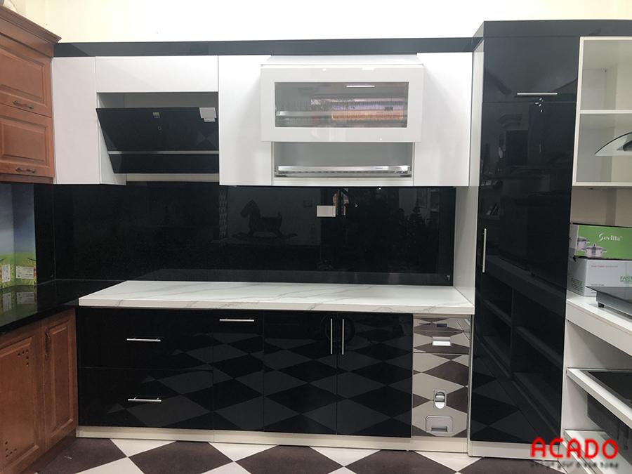 Kính bếp màu đen sang trọng, hiện đại cho không gian nhà bếp của bạn.