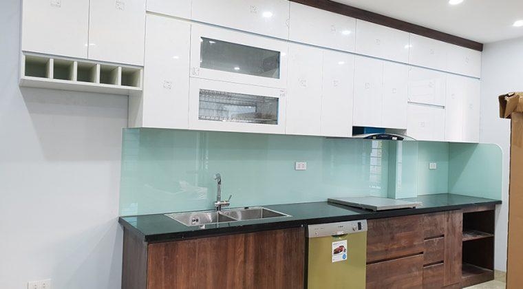 Tủ bếp Acryic mang đến không gian phòng bếp trẻ trung, hiện đại.