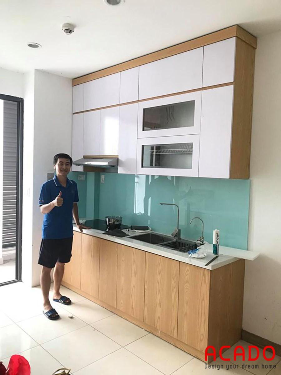 Kính bếp màu sắc độc đáo, lạ mắt cho không gian phòng bếp nhà bạn.