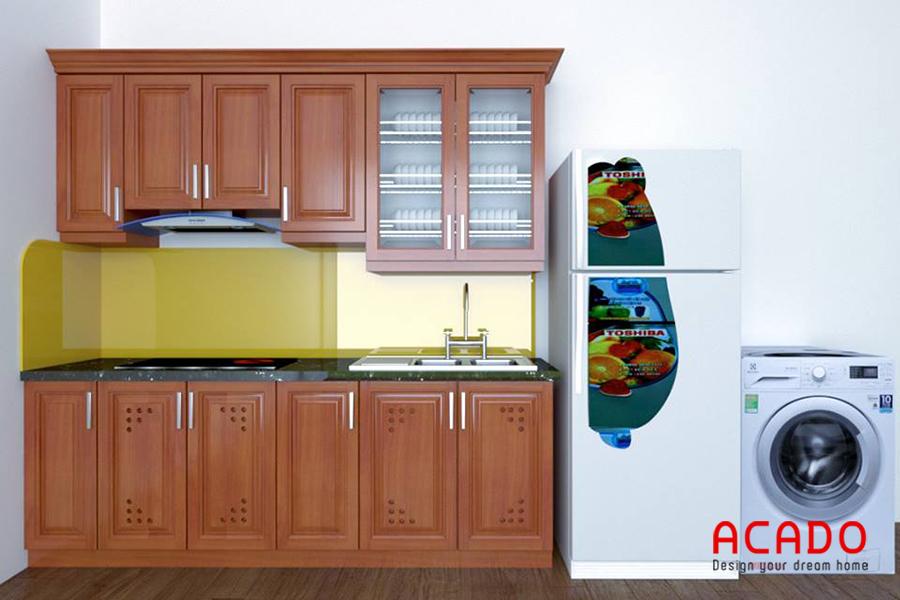 Tủ bếp gỗ tự nhiên kết hợp kính bếp màu vàng , rất phù hợp với người mệnh Thổ.