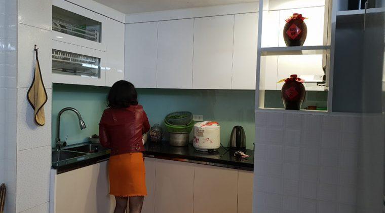 Tủ bếp inox cách Acrylic nhỏ gọn, bền đẹp với thời gian