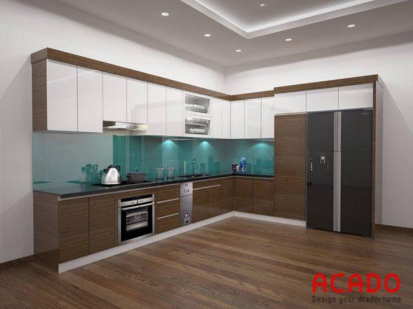 Tủ bếp chất liệu cánh Laminate màu trắng kết hợp màu nâu hiện đại cho phòng bếp