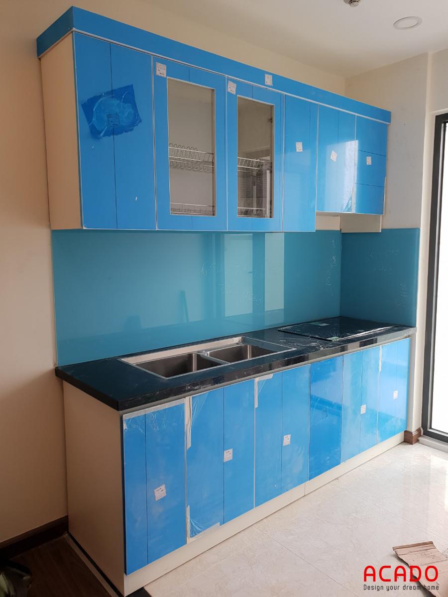 Tủ bếp thùng nhựa Picomat cánh gỗ công nghiệp Acrylic bền đẹp