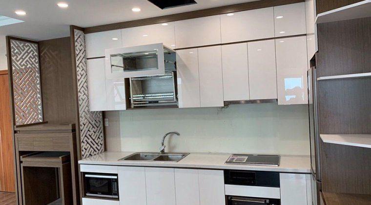Tủ bếp Acrylic bóng gương tone màu trắng sang trọng, thời thượng