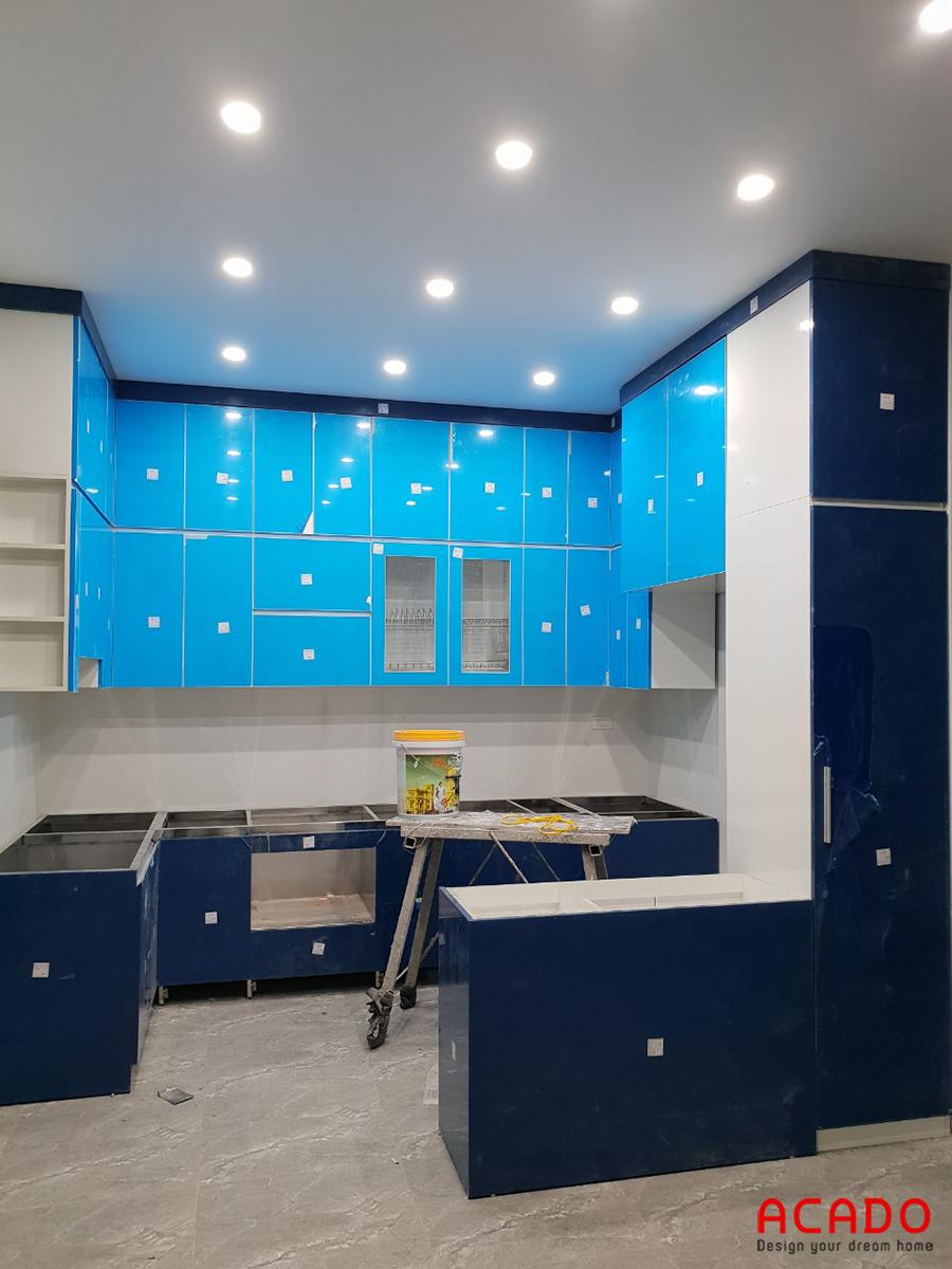 Tủ bếp thùng inox 304 , cánh gỗ công nghiệp Acrylic màu trắng xanh