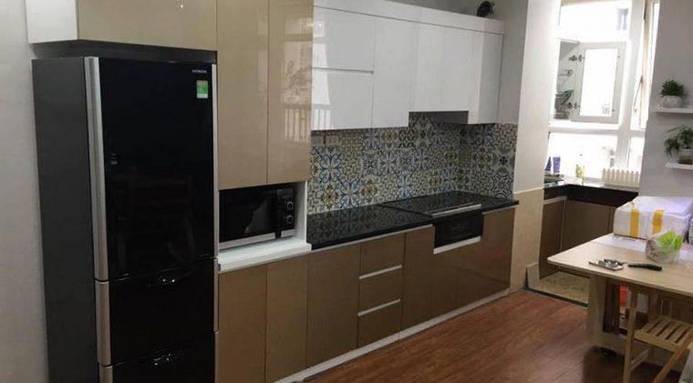 Tủ bếp thùng nhựa Picomat cánh Acrylic màu nâu cafe sang trọng cho căn bếp