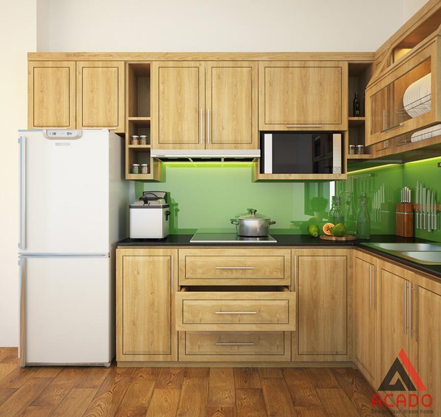 Tủ bếp gỗ Sồi Nga phun sơn trần giữ lại màu nguyên của gỗ